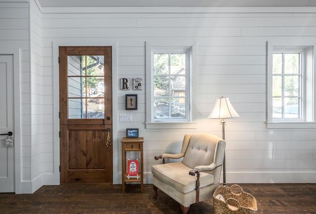 Diy Farmhouse From Barn Door Ideas To Shiplap